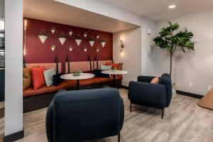 Coral Point Apts - Office - Clubhouse - Online-4.jpg