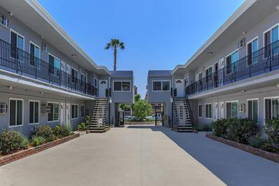 Well maintained apartments in Glendale, California with gorgeous landscaping.