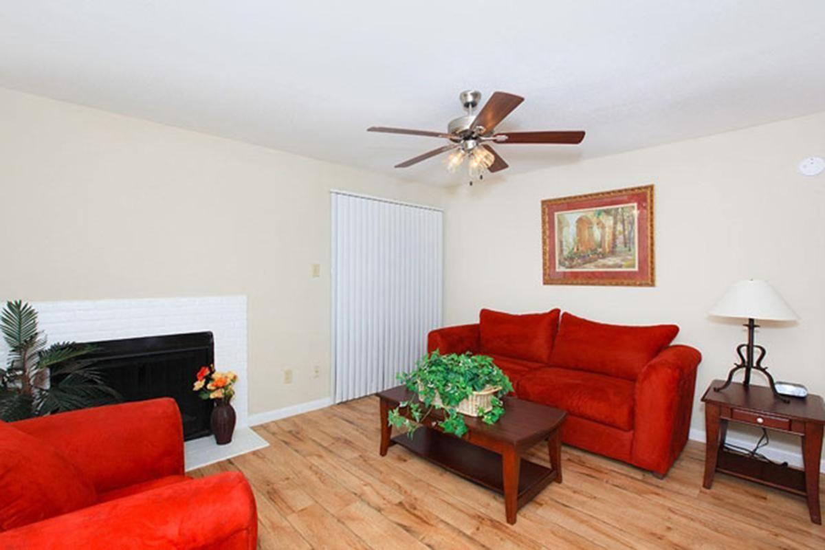 red-stone-vista-apartments-houston-tx-living-room 3.jpg