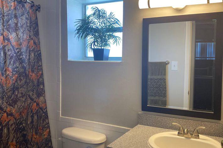 Parc Place Bathroom.jpg