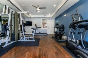 24-HOUR FITNESS STUDIO AT PRESTON HEIGHTS APARTMENTS