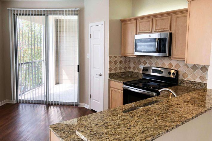 05B.kitchen2.jpg