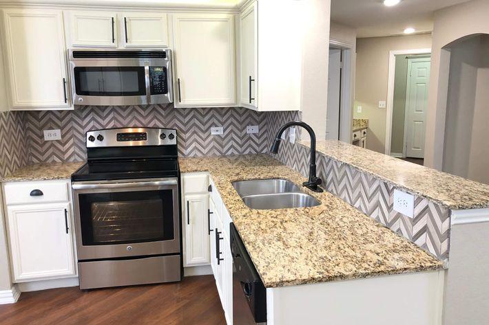 18As.kitchen.jpg