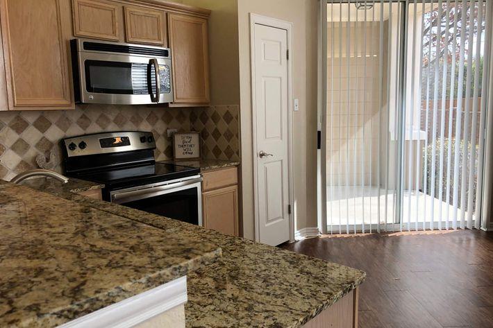 21F.kitchen.jpg
