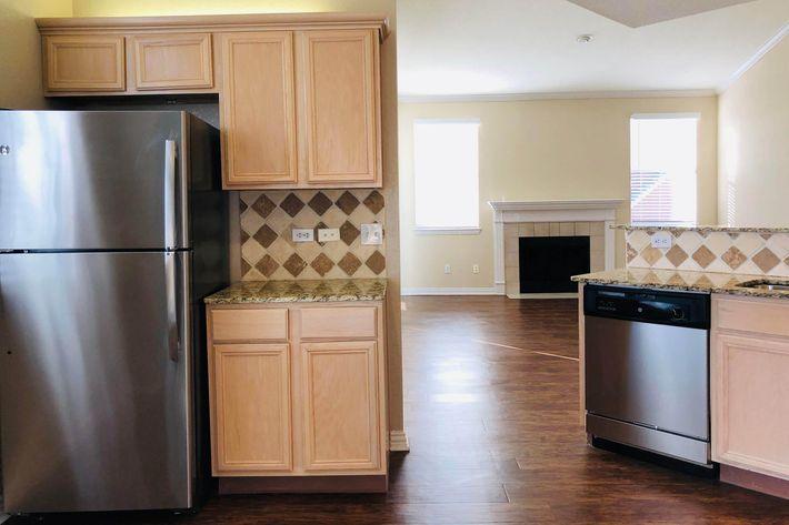 23E.kitchen.jpg