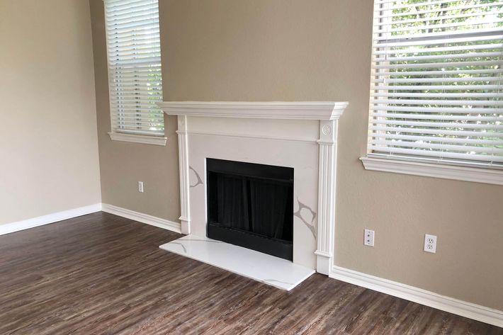24Bs.fireplace.jpg