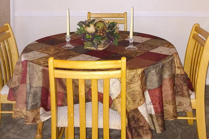 1BR Dining Room.JPG