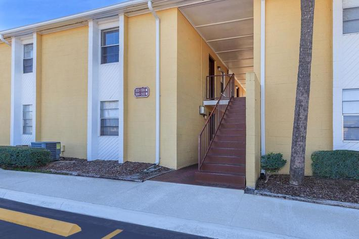 Make yourself at home here at Riverview Apartments in Jacksonville, Florida