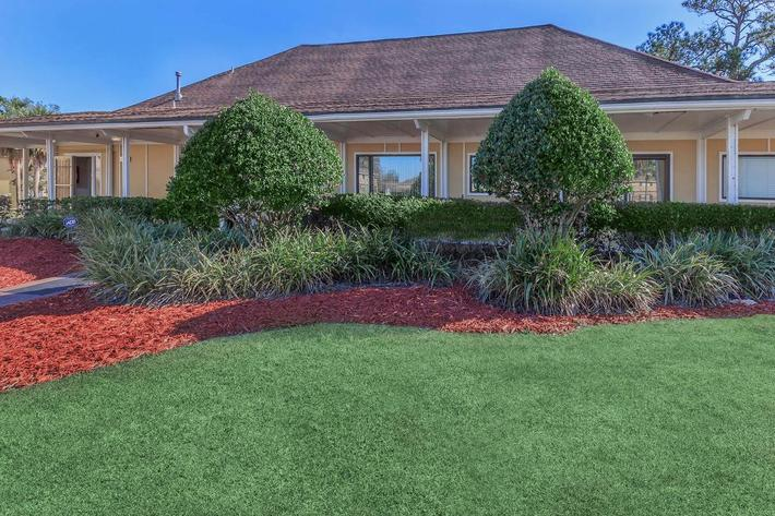 Professional landscaping at Riverview Apartments in Jacksonville, Florida