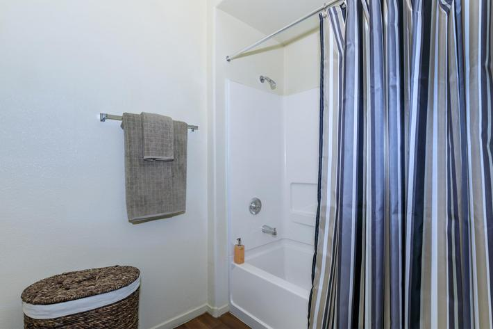 04d Master Bathroom_2.jpg