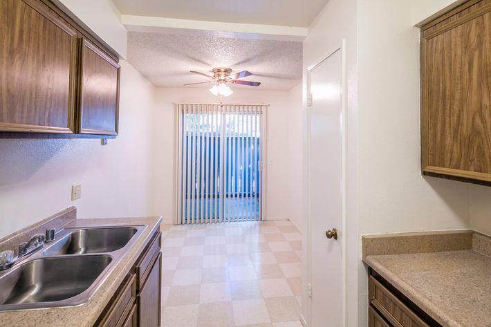 Lindsay Apartments_2016_087.jpg