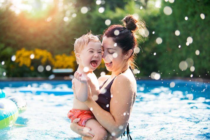 Mom-Baby-Pool-1030562004.jpg