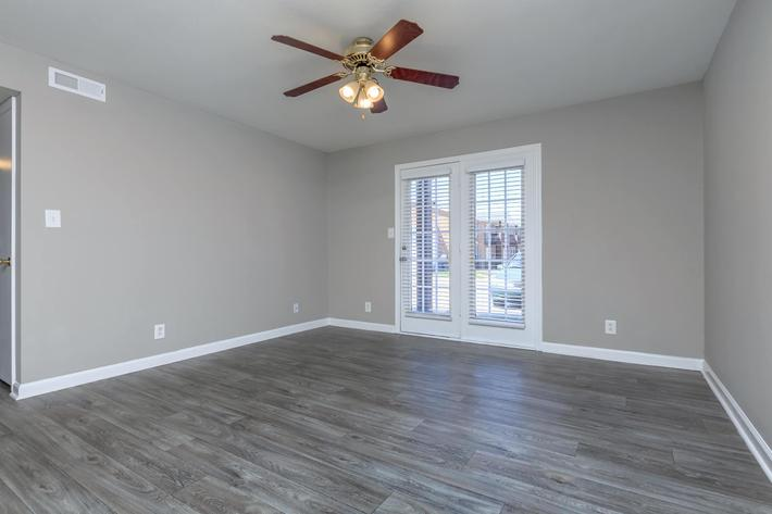 Spacious living area at Summertrees Apartments