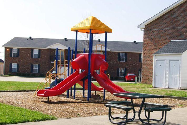 playground-summertree-apt[1] (2).jpg