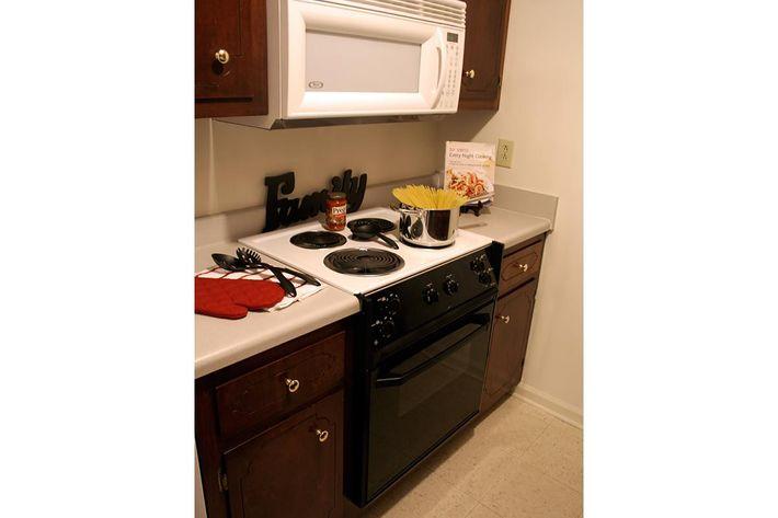 kitchen02-summertree-apt[1].jpg
