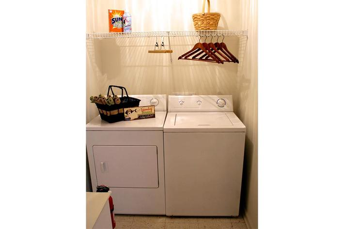 laundry-room-summertree-apt[1].jpg