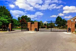 GATED APARTMENT COMMUNITY IN N LITTLE ROCK, AR