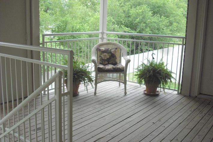 Deck w wicker chair.JPG