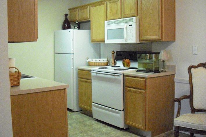 Kitchen w chair.JPG
