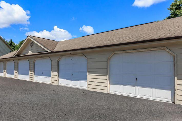 Garages at Blluff View at Northside Apartments