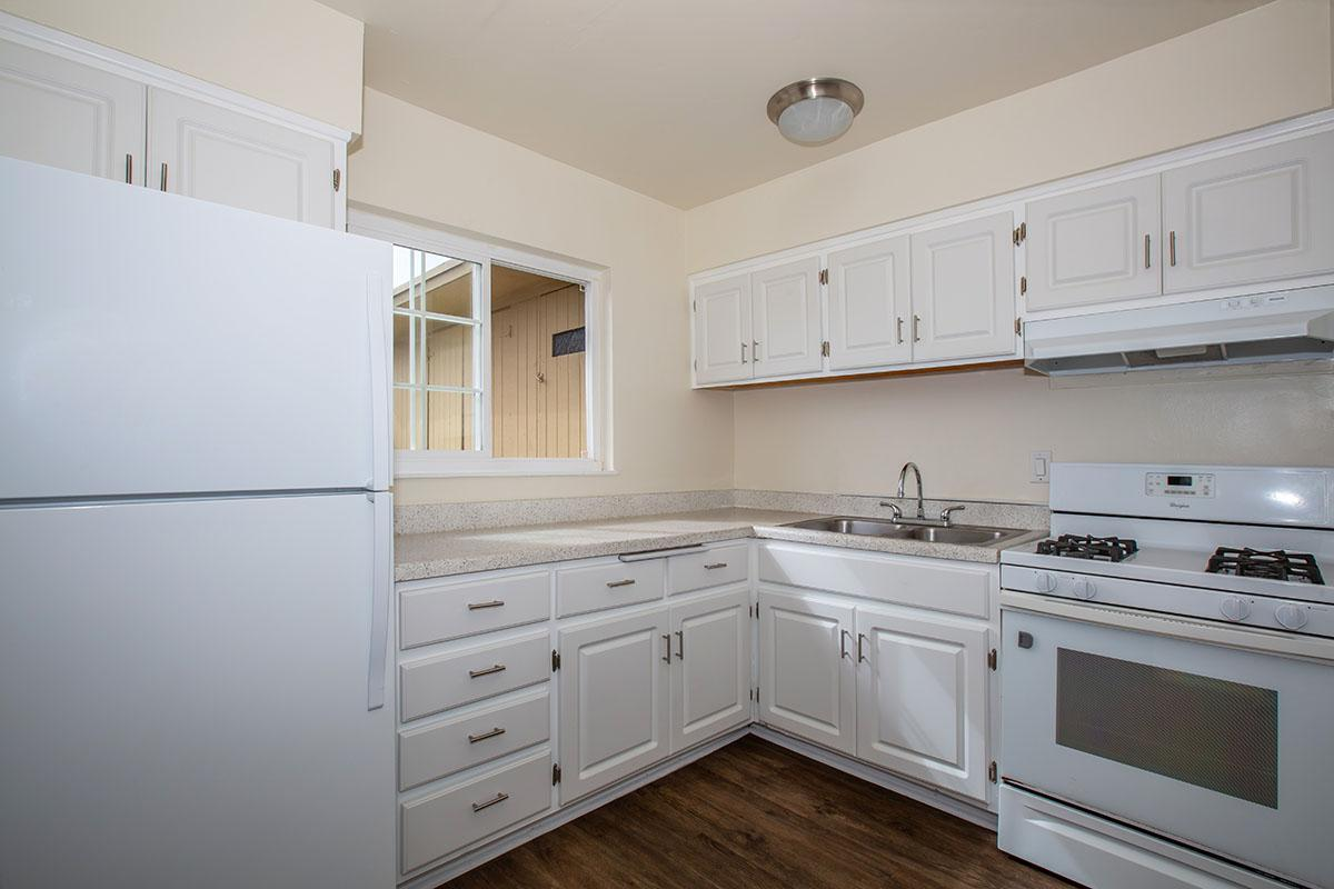 02b Kitchen.jpg
