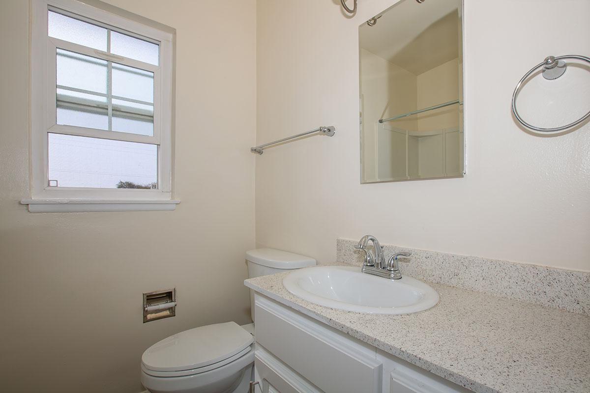 07a Bathroom.jpg