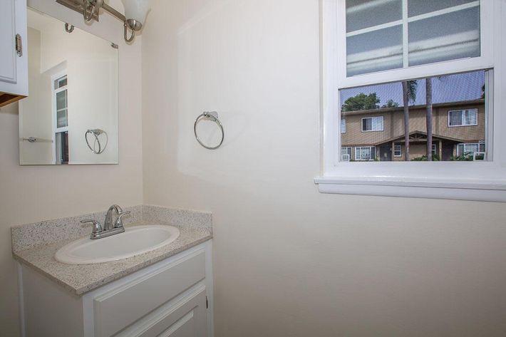 08a Second Bathroom.jpg