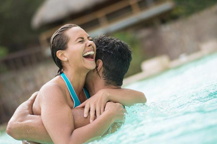 amenities-pool-couple.jpg