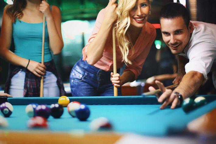Friends shooting pool. iStock-623620156.jpg