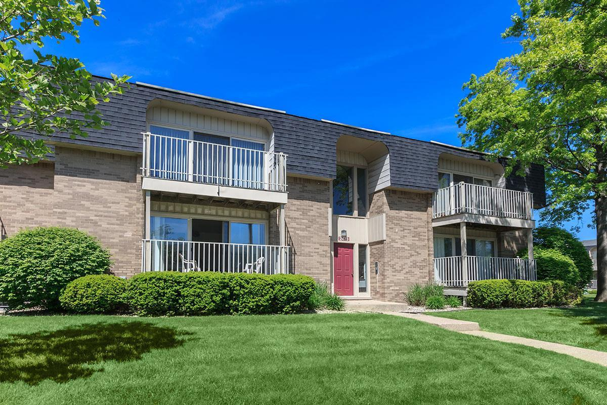 SPACIOUS BALCONIES AND PATIOS IN TROY, MI