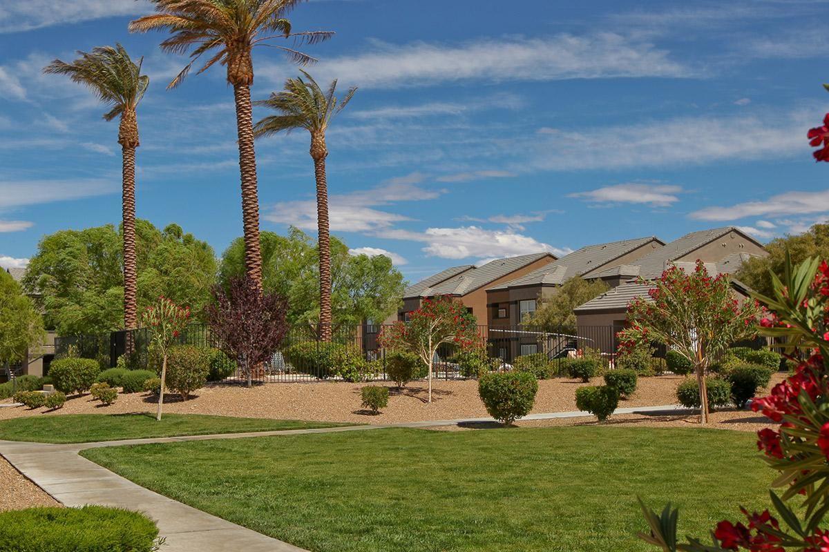 Beautifully manicured grounds at Pinehurst Condominiums Luxury Rentals