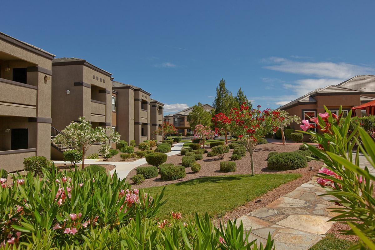 Well maintained landscaping at Pinehurst Condominiums Luxury Rentals