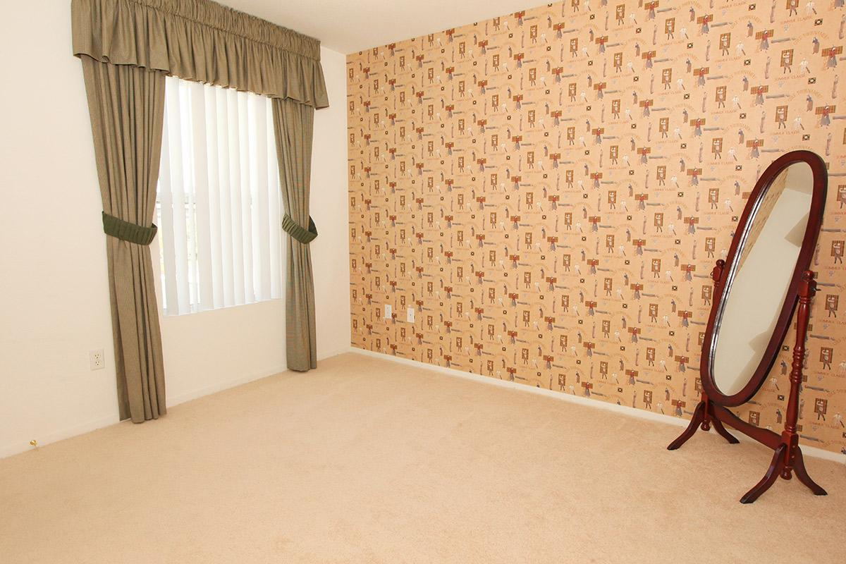 Pinehurst Condominiums Luxury Rentals has vertical blinds