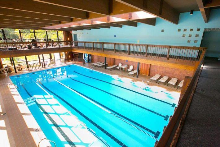 WilliamsburgTownhomes Sagamore Hills, OH _Indoor pool.jpg