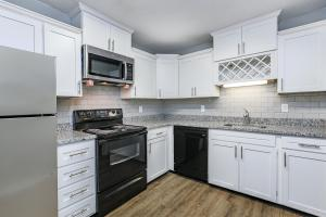 KINGSTON POINTE APARTMENTS HAS BLACK AND STEEL APPLIANCES