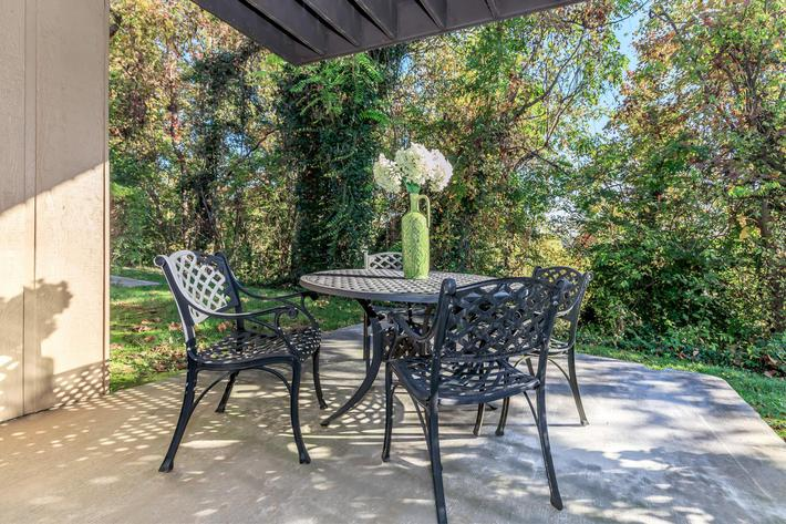 Kingston Pointe Apartments has an expansive outdoor area