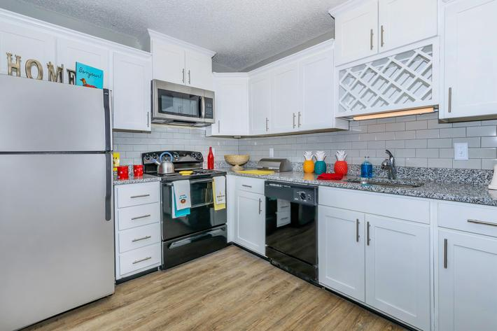Kingston, Pointe Apartments has brushed nickel accents