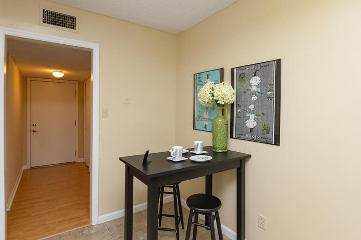 ONE BEDROOM APARTMENTS AT KINGSTON POINTE IN KNOXVILLE