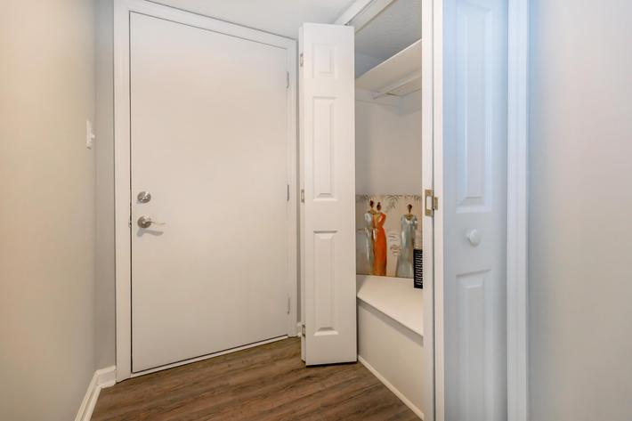 WE have private interior entryways at Kingston Pointe Apartments