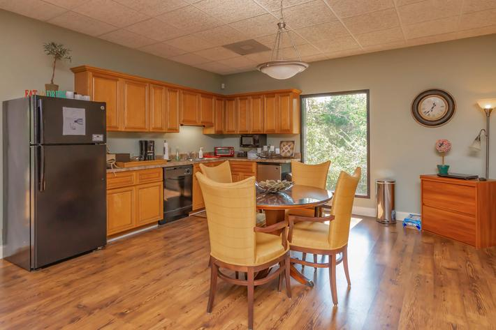 Clubhouse with Kitchen at Kingston Pointe Apartments in Knoxville, Tennessee
