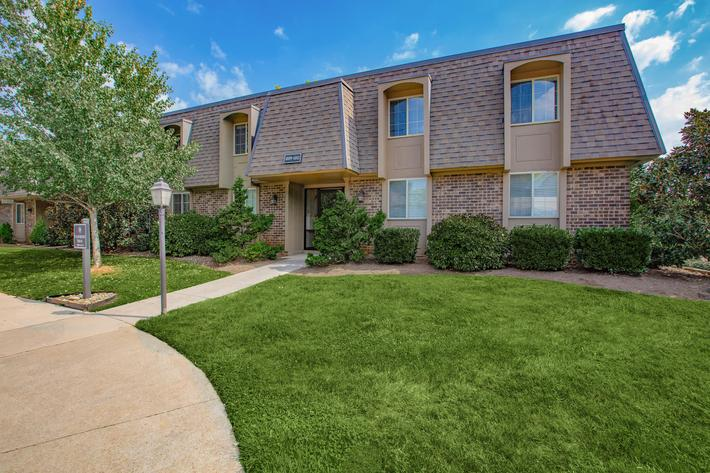 Enjoy the Outdoors Here at Kingston Pointe Apartments in Knoxville, TN