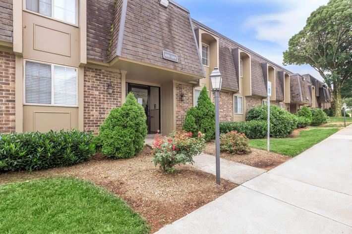 FLEXIBLE LEASE TERMS AT KINGSTON POINTE APARTMENTS IN KNOXVILLE, TN