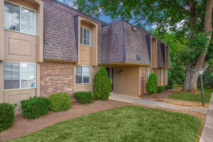 Friendly Atmosphere Here at Kingston Pointe Apartments in Knoxville, Tennessee