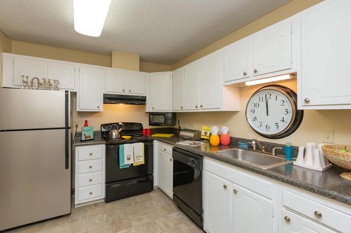 Cook a Gourmet Meal Here at Kingston Pointe Apartments in Knoxville, Tennessee