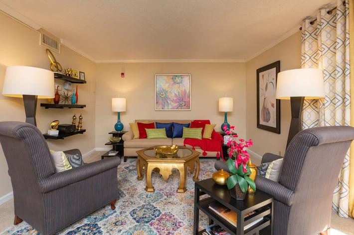 Make Yourself at Home Here at Kingston Pointe Apartments in Knoxville, Tennessee