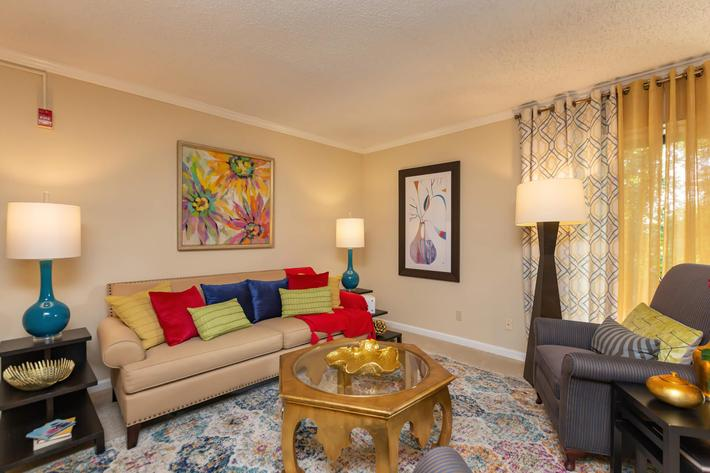 Spacious Living Room at Kingston Pointe Apartments in Knoxville, Tennessee