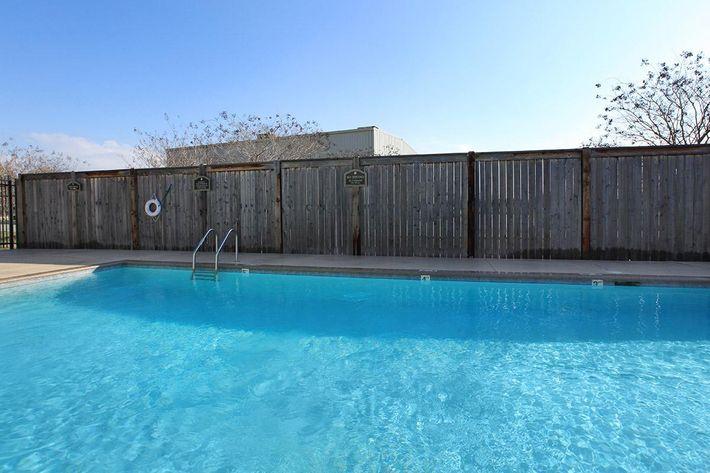 pool4willowparkapartments.jpg