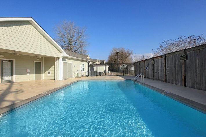 pool2willowparkapartments.jpg