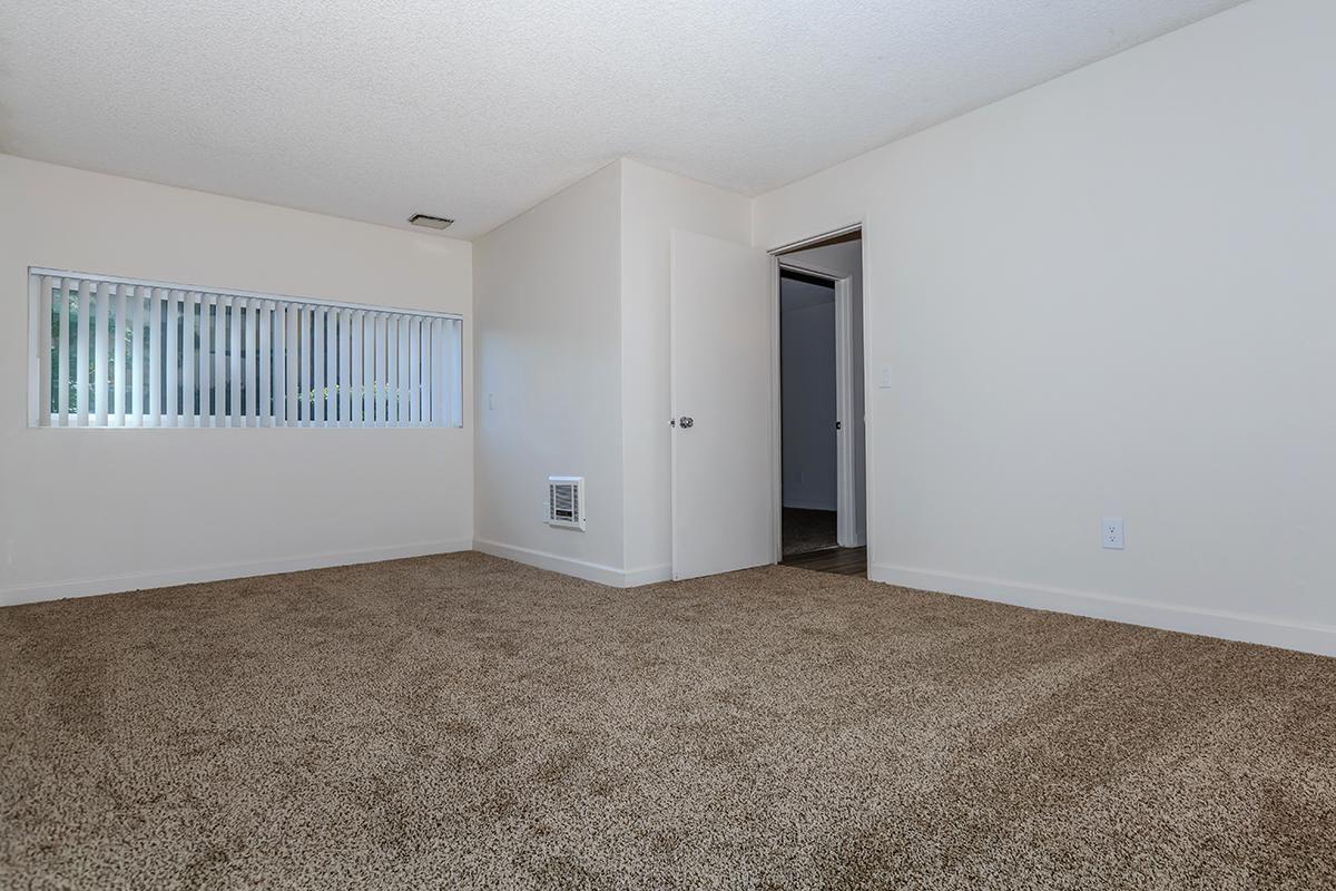 05a Master Bedroom.jpg