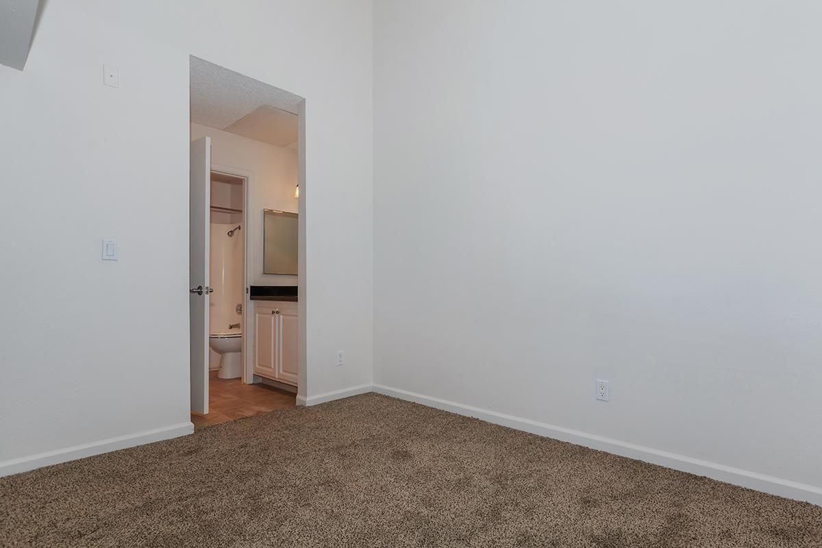 04b Bedroom.jpg